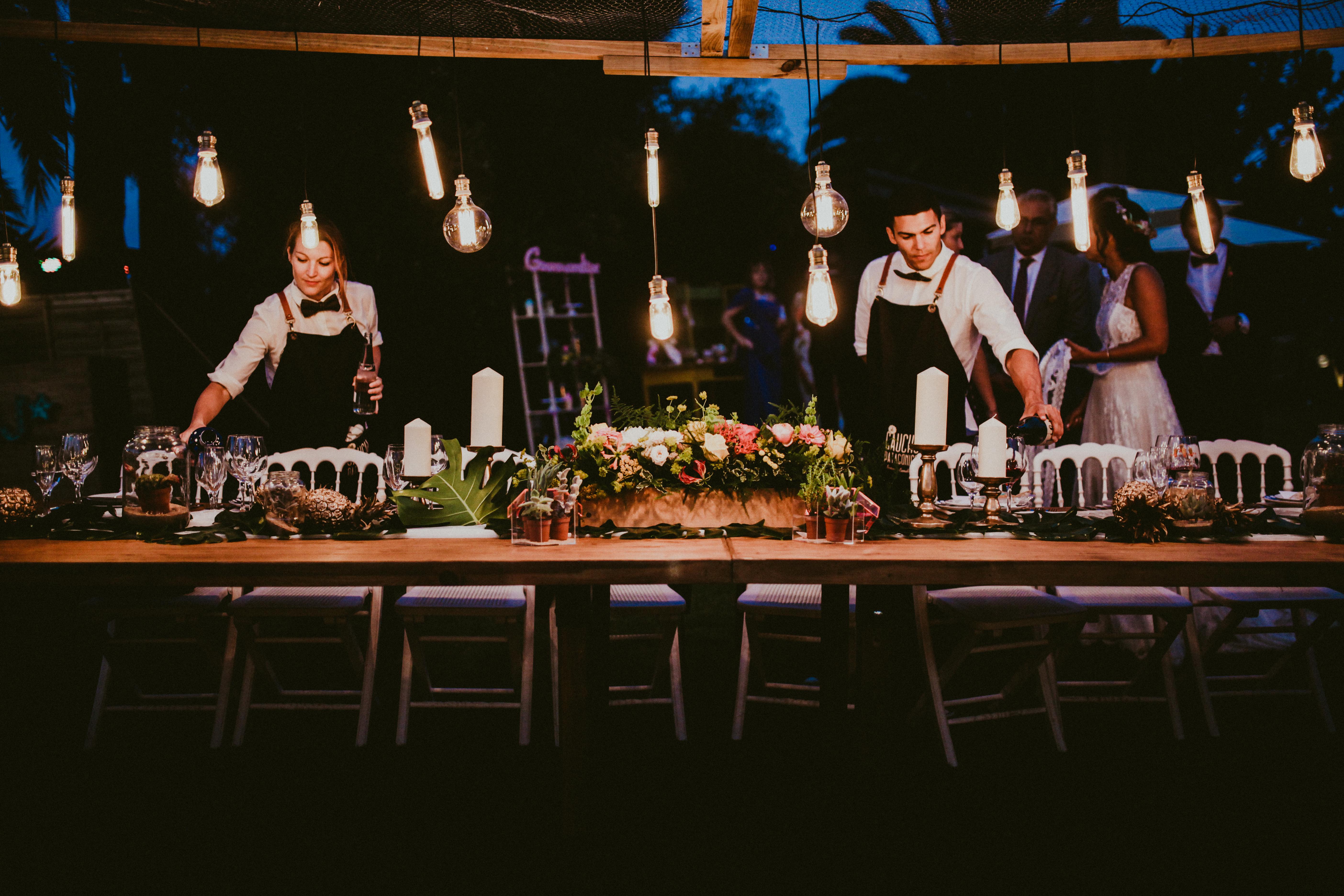 Estructura con luces mesa de novios